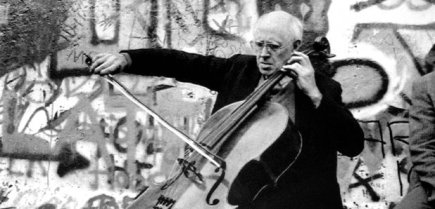 rostropovich-plays-for-a-united-berlin-1387209943-article-0